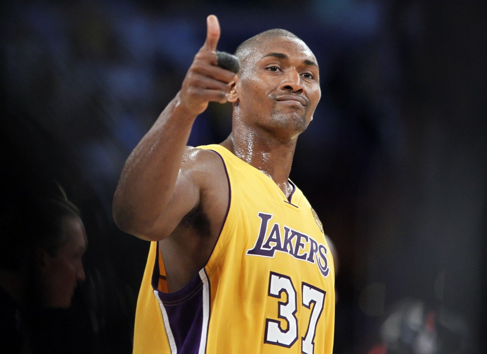 metta-world-peace-thumbs-up